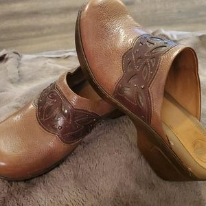 NURTURE leather mules, size 10